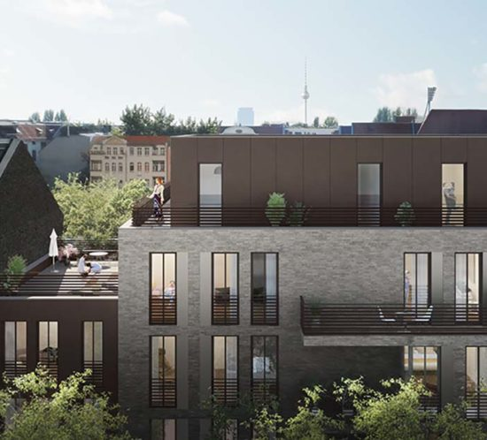 LIVINGSTONE mit dem Blick auf die Skyline von Berlin