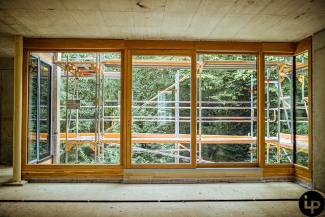 Eingebaute Fenster im Penthouse